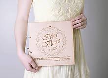 Svadobná kniha hostí, drevo a papier