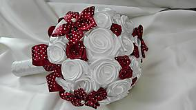 Bieločervená bodkovaná kytička