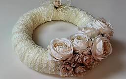Dekorácie - Veniec na dvere romantický Smotanový s ružami 35 cm. - 6735123_