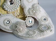 - ZĽAVA 70 % Svadobný náhrdelník vyšívaný - 6737036_