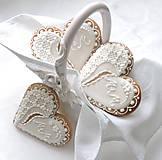 Medovníkové svadobné srdiečka