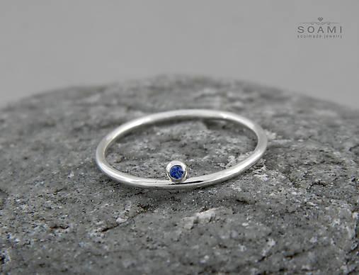 Prstene - 925 Strieborný prsteň s modrým zafírom Neha - 6748840_