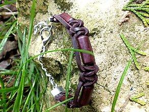 Náramky - kožený náramok s drevenými korálkami - 6746971_