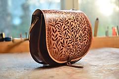 Kabelky - kabelka kožená lovecká /saddle bag ARTEMIS, vzor Bylinky, hnedá  - 6749847_