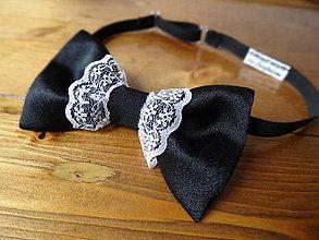 Náhrdelníky - Dámsky motýlik čierny s bielou krajkou - 6751208_