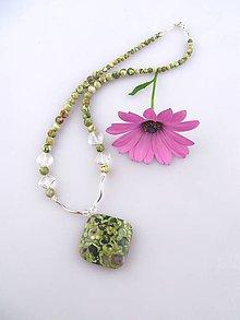 Náhrdelníky - ryolit krištál náhrdelník objavené v tráve - 6759352_