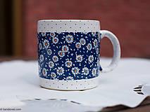 Nádoby - Šálka veľká 450ml - sedmokrásky modrá tapeta - 6758991_