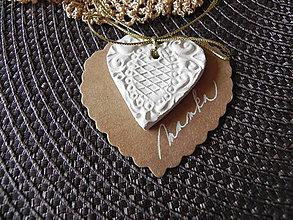Darčeky pre svadobčanov - Svadobné rustikálne menovky - tkané zlatou niťou - 6765347_