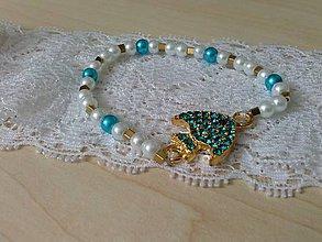 Náramky - Jemný perličkový náramok s rybkou - 6773857_