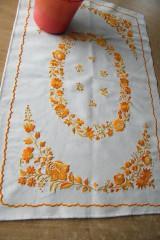 Úžitkový textil - Vyšívaný oranžovo-žltý obrus - 6776067_