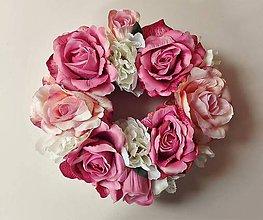 Dekorácie - Veniec na dreve Vintage ružový 30 cm. - 6777374_