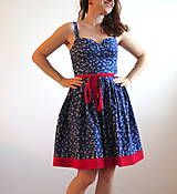 letné modré šaty v kombinácii s červenou