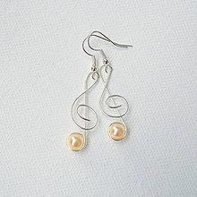 Náušnice - huslový kľúč s perličkou - 6780673_