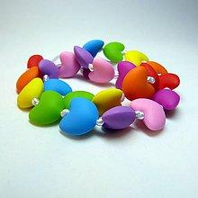 Náhrdelníky - Silikónový náhrdelník farebný Srdcia - 6798358_