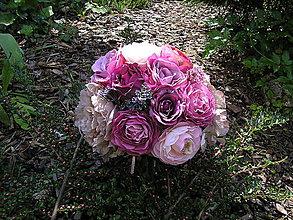 Kytice pre nevestu - svadobná kytica:\