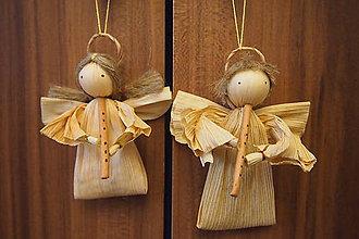 Dekorácie - Anjel – šúpolie , 8-10 cm, (ženské alebo mužské vlasy, zobcová alebo priečna flauta – spravíme podľa vášho gusta) - 6806080_