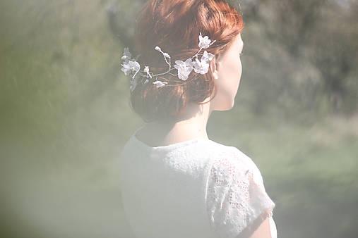 Ozdoby do vlasov - Svadobný venček s perlami a kvetmi - 6813442_