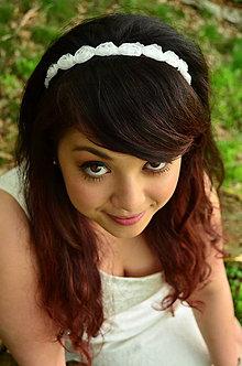 Ozdoby do vlasov - SUPER CENA! Svadobná čelenka White Roses - 6816651_