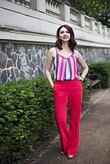 Červené nohavice široké