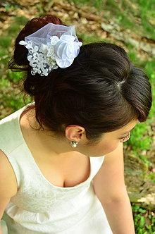 Ozdoby do vlasov - Svadobný hrebienok do vlasů White Rose - 6820610_