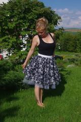 kvietkovaná sukňa