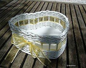Dekorácie - Košíček srdiečko 20x18x8cm (so žltou suhou) - 6825454_