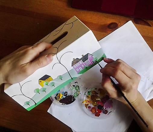 Ručne maľovaný servitkovník s krajinkou