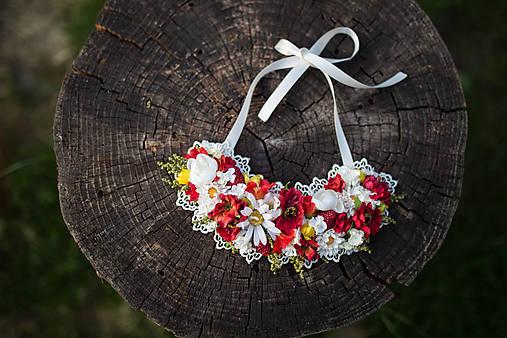 Kvetinový náhrdelník