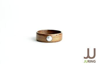 Prstene - Drevený prsteň Americký orech + Perla - 6833466_