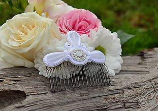 Ozdoby do vlasov - Soutache Svadobný hrebienok do vlasů White Love - 6835799_