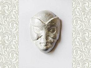 Komponenty - Kabošon z keramickej hliny - Maska strieborná, 23x26mm, bal.1ks - 6835980_