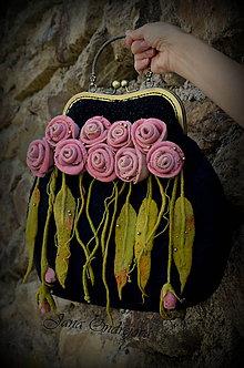 Kabelky - Kabelka taká klasika...čierna s ružovými ružami - 6839199_