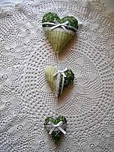 Dekorácie - Závesné zelené trojsrdiečka - 6837502_