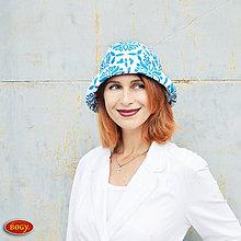 Čiapky - bílý letní klobouk s modrým vzorem - 57/58cm - 6846177_