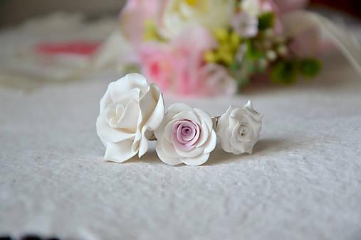 Tri ruže, prstene