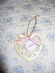 Darčeky pre svadobčanov - Drevené vyrezávané srdiečka - 6848953_