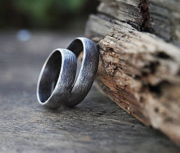 Prstene - Svadobné obrúčky s patinou, strieborné - 6849402_