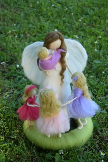 Dekorácie - Maminka anjel s detičkami - 6854422_