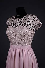 Šaty - Spoločenské šaty s hrubou krémovo-zlatistou krajkou - 6854539_