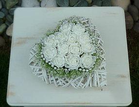 Dekorácie - nežnosť bielych ruží,... - 6858745_