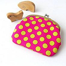 Peňaženky - Peňaženka Bodky na cyklámenovej - 6857065_