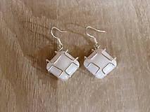 Náušnice - Perleťové štvorčeky - 6859774_