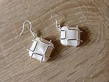Náušnice - Perleťové štvorčeky - 6859781_
