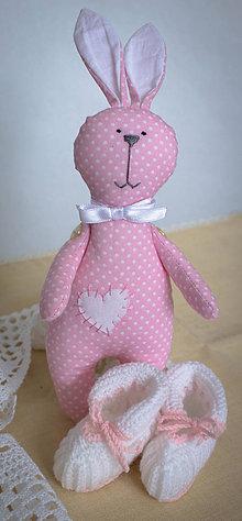 Hračky - Set zajac, hračka + kojenecké papučky - 6870169_