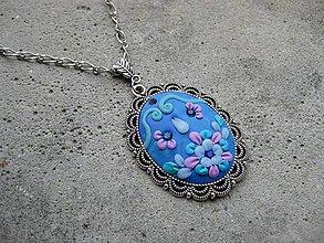 Náhrdelníky - Náhrdelník s ručne modelovaným príveskom (Modrý náhrdelník s ornamentom - akcia č.495) - 6868357_
