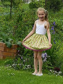 Detské oblečenie - Dievčenská letná sukňa - na zelenej lúke - 6868779_