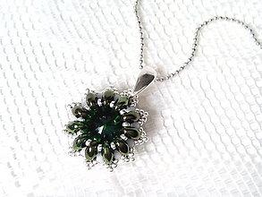 Náhrdelníky - Winter star necklace (green) - 6873790_