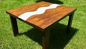 Konferenčný stôl