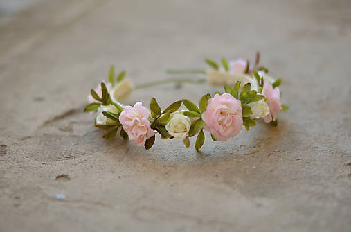 Kvetinový obojok pre psíka