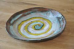 tanier so špirálou